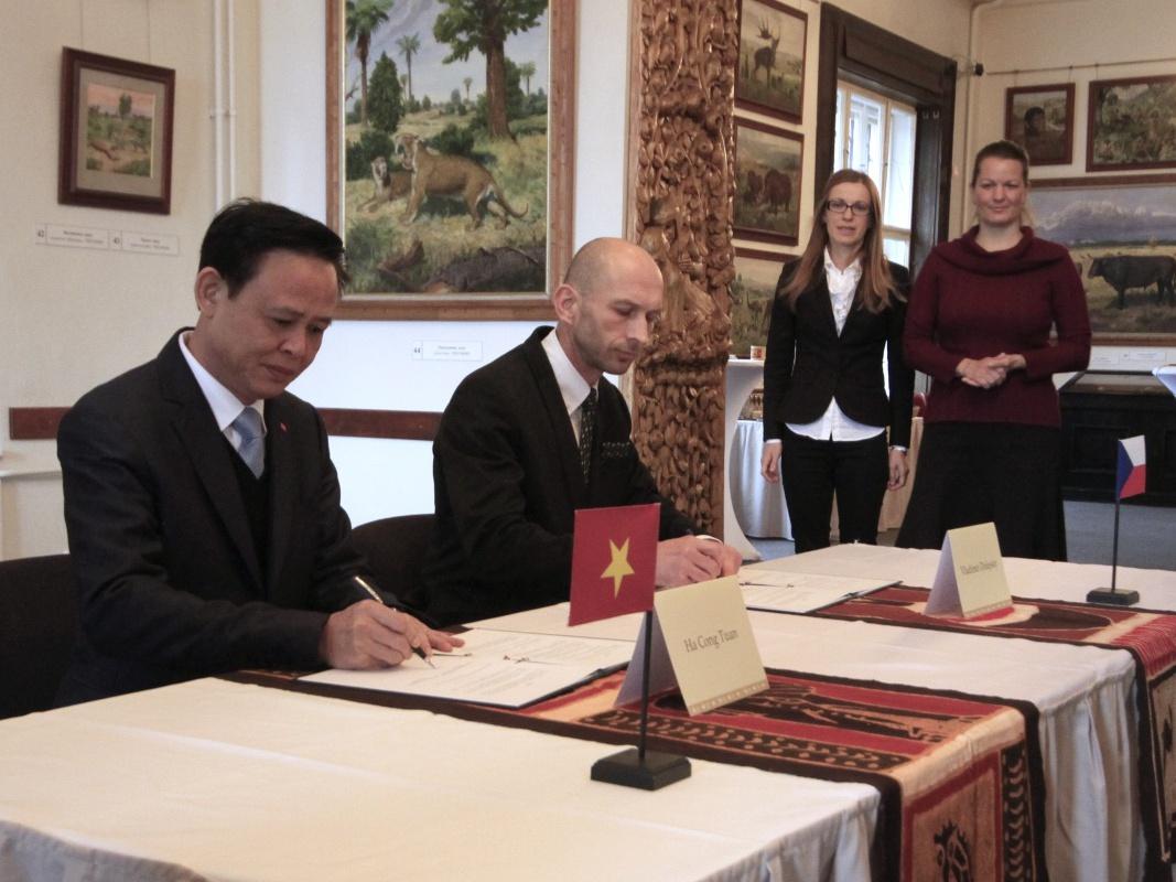 ČR a Vietnam se dohodly na společném boji proti nezákonnému obchodu s ohroženými druhy