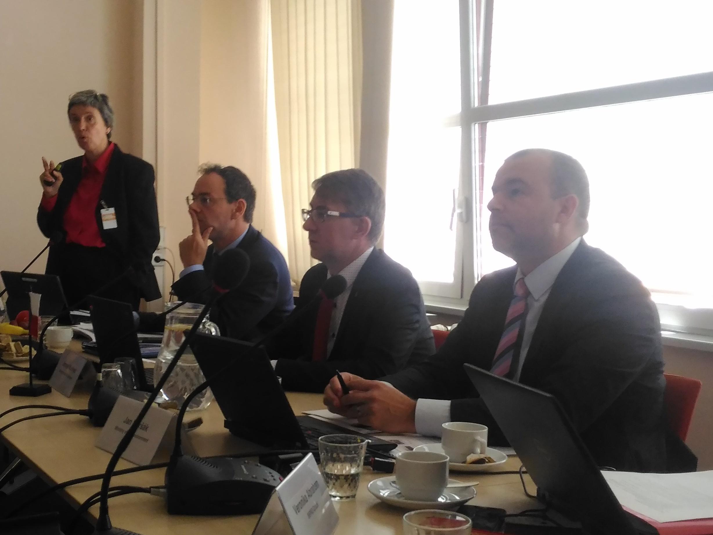 Na MŽP proběhl seminář k hodnocení ČR v oblasti nakládání s nebezpečnými odpady a polychlorovanými bifenyly