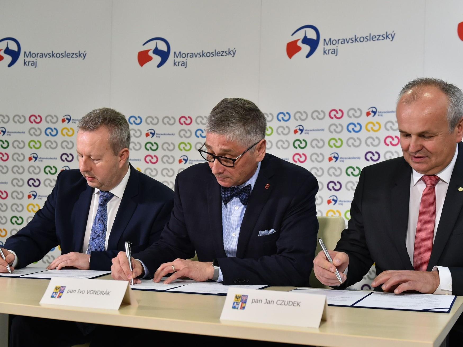Ministr Brabec podepsal dohodu ke zlepšení kvality ovzduší v MSK