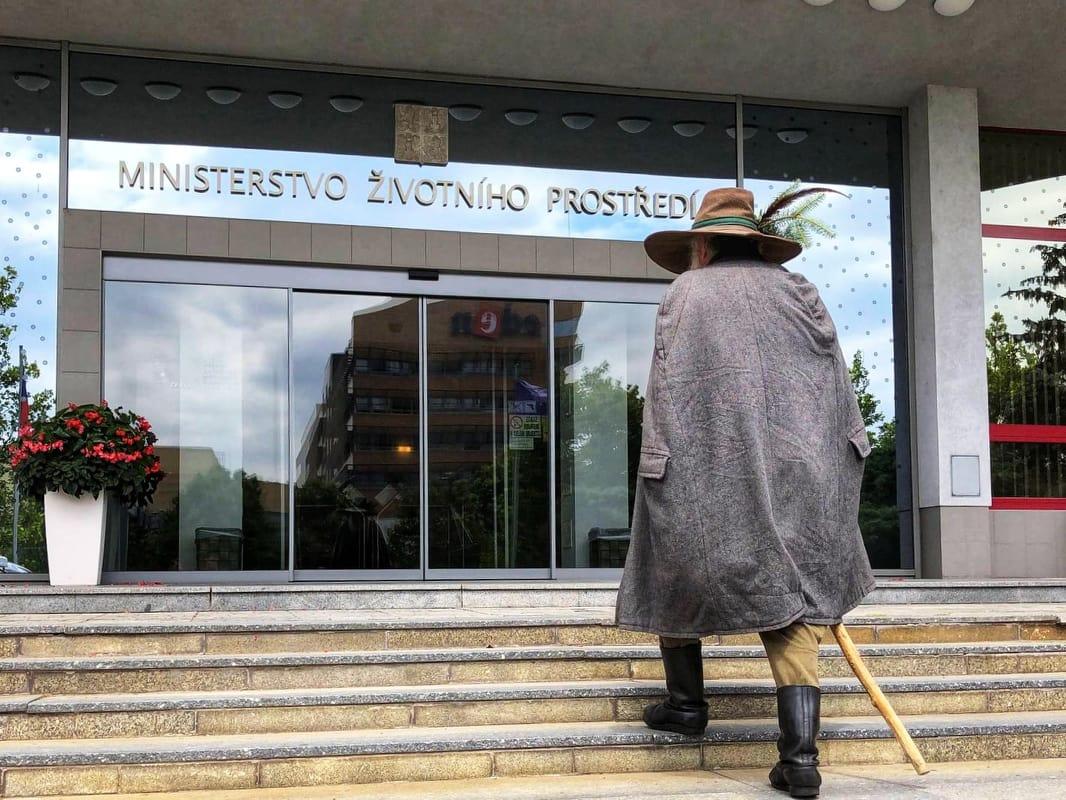 Krkonoše zůstávají otevřené! Ministr Brabec vyjednal s Krakonošem ještě jednu šanci
