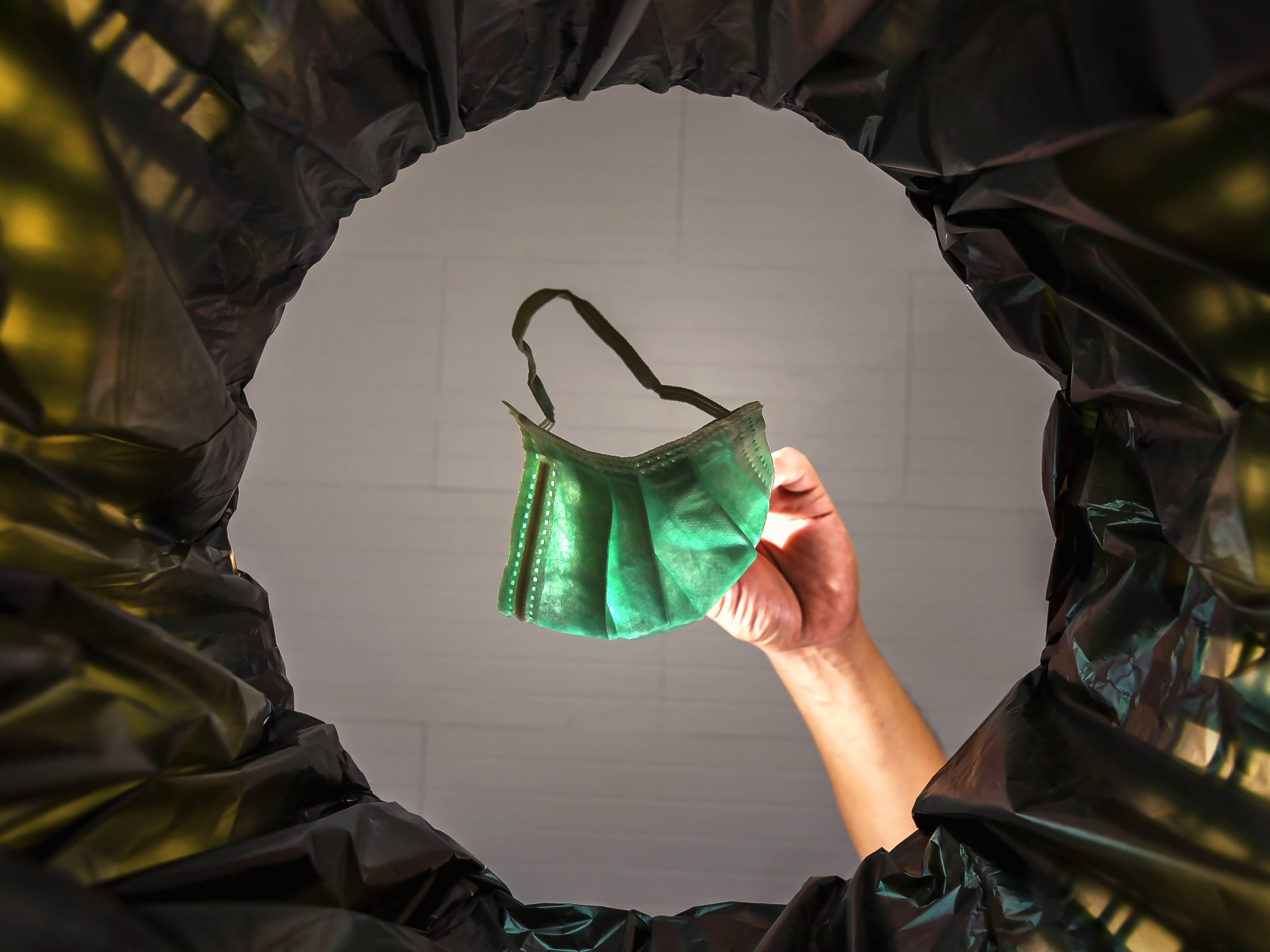 COVID-19: MŽP radí, kam s použitými rouškami nebo jak nakládat s odpadem v karanténě