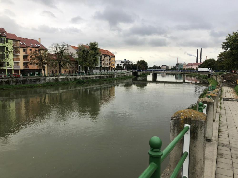 Ministr Brabec na Přerovsku řešil následky otrávené Bečvy