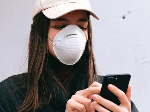 Použité respirátory a samotestovací sady patří do černé popelnice, ale zabezpečené