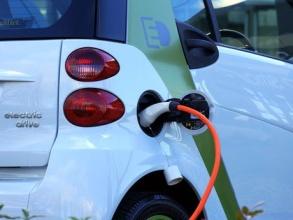 Obce i kraje mohou opět žádat o dotace na ekologická auta, k dispozici je 100 milionů korun