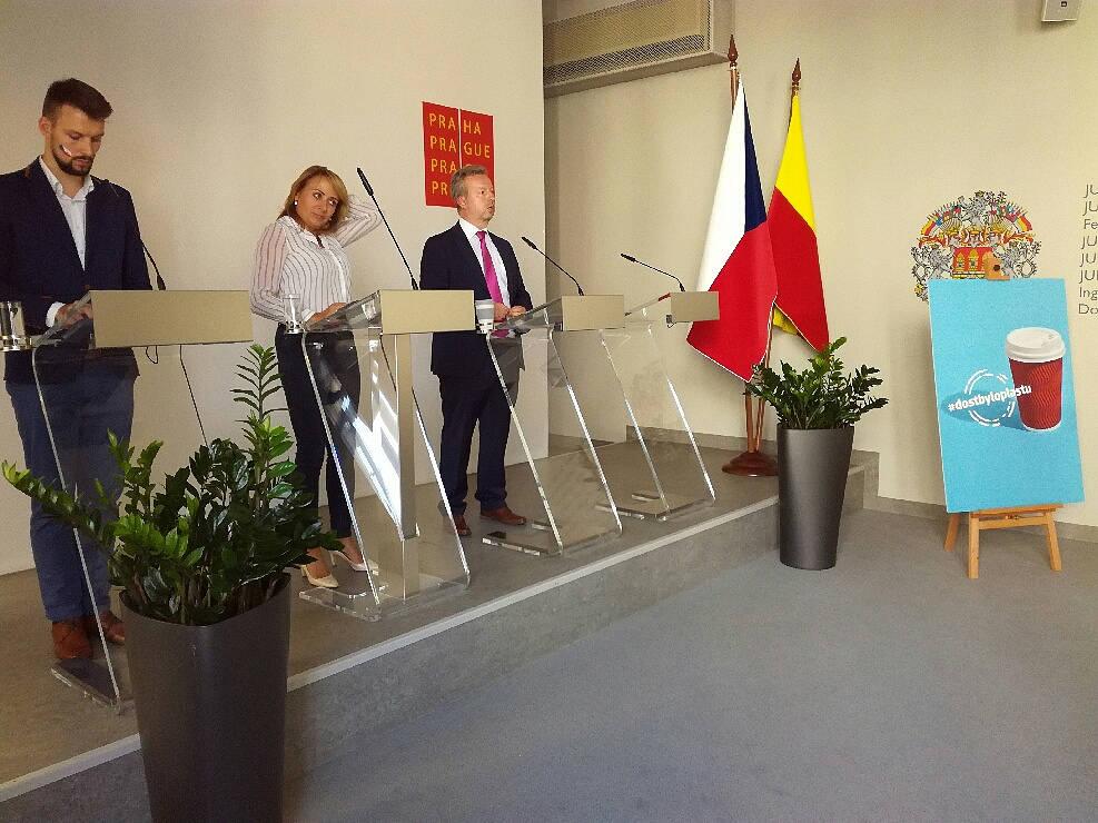#dostbyloplastu: Jednorázový plastový odpad musíme omezit.  MŽP a pražský magistrát zvou na první ekologickou náplavku!