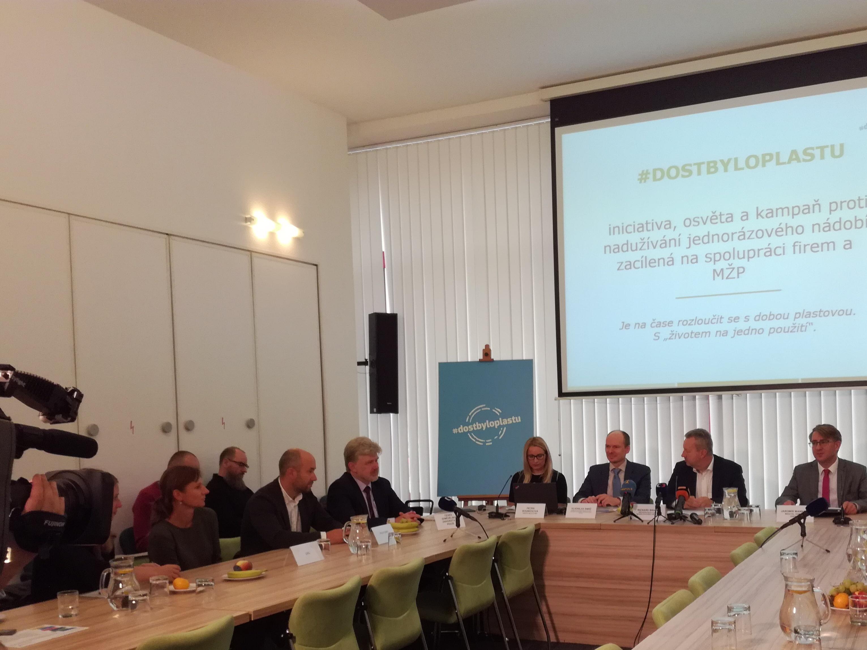 #dostbyloplastu má ode dneška 6 nových partnerů, v ministerské iniciativě je zapojeno již 13 velkých firem