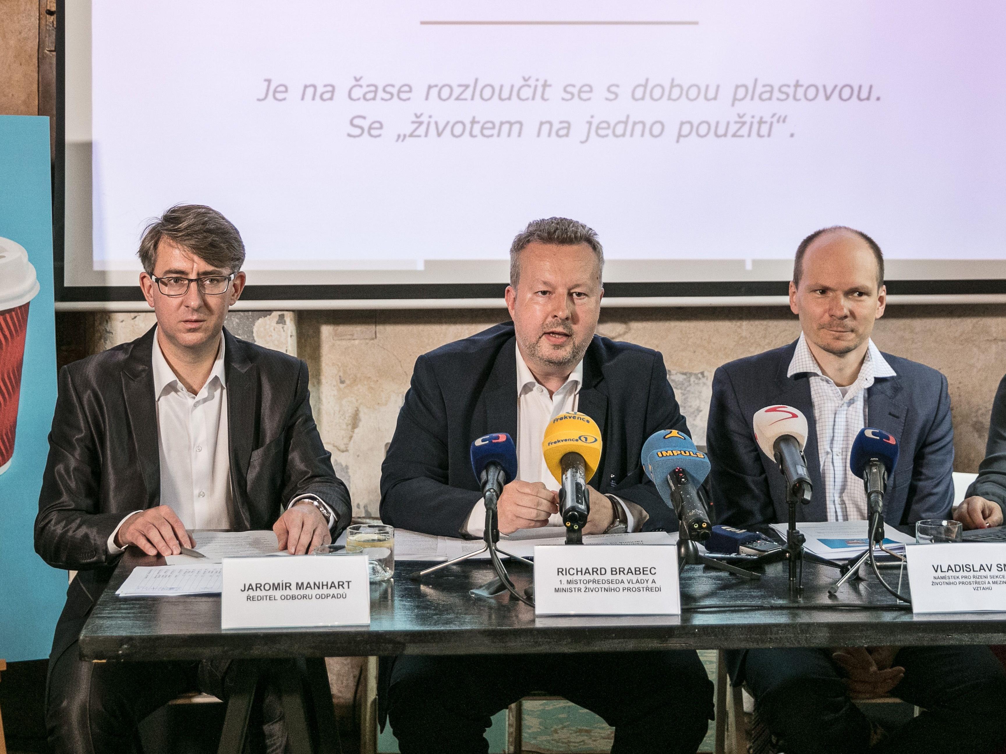 #dostbyloplastu: 7 statečných firem se zaměří na boj s plasty. Kdo se přidá dál?