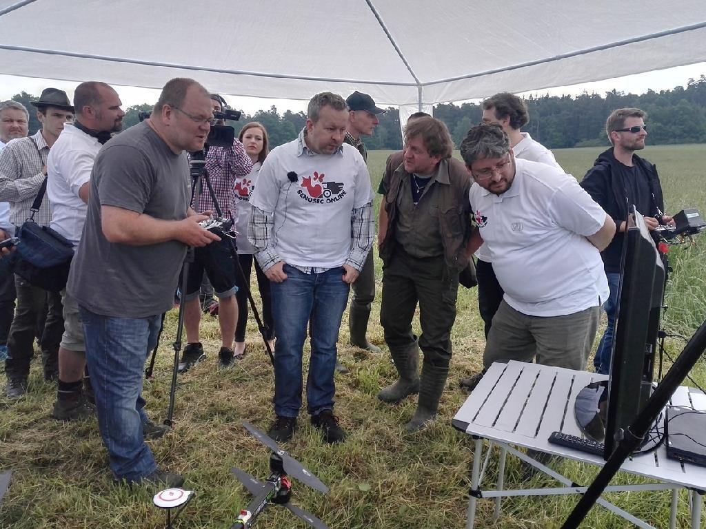 Sledování záběrů z termokamery dronu